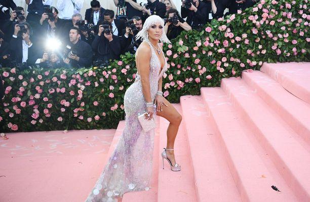 Jennifer Lopez MET-gaalassa toukokuun alussa.