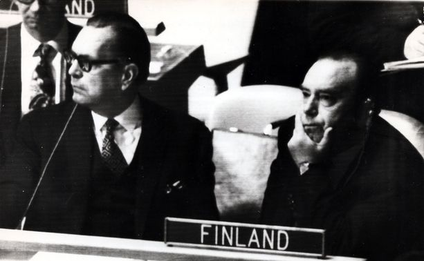 VAKAVA PAIKKA Max Jakobsonin (vas.) valintaa YK:n pääsihteeriksi pidettiin Suomessa lähes varmana.