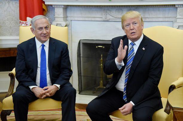 Israelin pääministeri Benjamin Netanjahu (vas.) ja Yhdysvaltain presidentti Donald Trump tapasivat vuonna 2018.