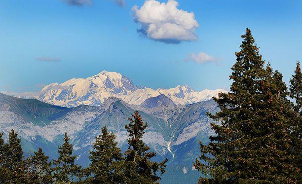 Kolmen ihmisen ruumiit löytyivät Alppien Mont Blancilta.
