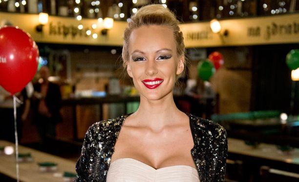 Viime kesänä Miss Viroksi valittu Kristiina Karjalainen on ollut Suomessakin paljon julkisuudessa.
