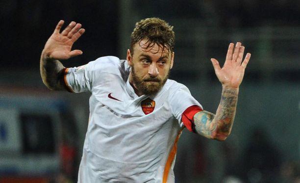 Daniele de Rossi ja muut Roma-pelurit saivat faneilta erikoiset terveiset.