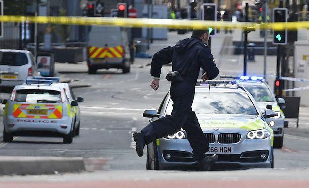 Poliisi työskenteli vilkkaasti ja suurella miehityksellä tiistaina.