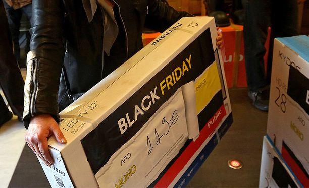 Monet ovat Black Friday -tarjousten perässä. Kuvituskuva.