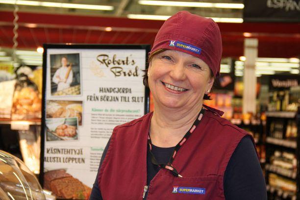 Tuula Heino on jo 15 vuotta luotsannut leipäosastoa.