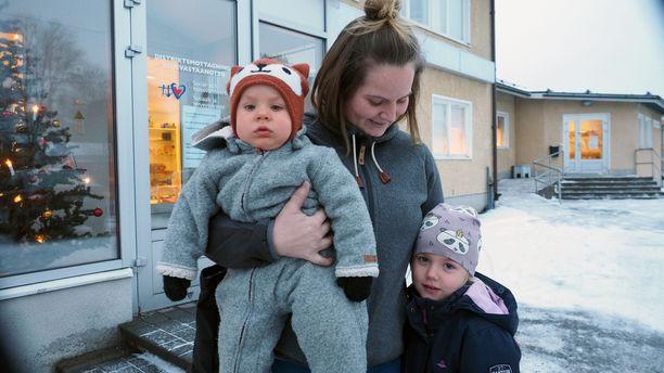 Jessica Rajahalmeen ehdoton toive on se, että mahdollisimman monet alueen vanhemmat antaisivat lapsilleen rokotteen.