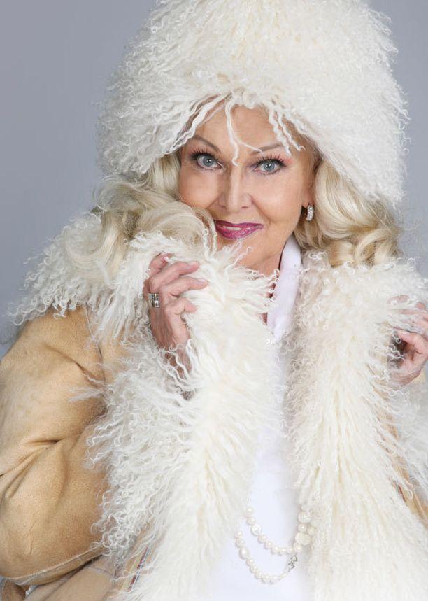 Virpi Miettisen alastonkuvat tulevat myöhemmin tänä vuonna julkisuuteen. Tässä Marika Kiviharjun yksi kuva Virpistä, joka tullee myös uuteen kirjaan.