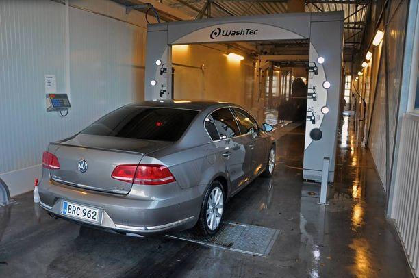 Pakkasetkaan eivät haittaa. Linjalta tullut auto on kuiva, vain ovenkarmit ja kynnykset on itse pyyhittävä.