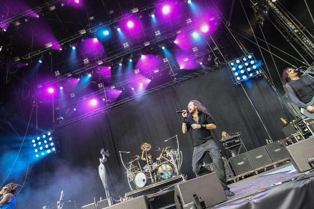 Vuonna 1993 perustetun yhdysvaltalaisen metalliyhtyeen levyjä on myyty yli 60 miljoonaa kappaletta. Korn on myös kahminut uransa aikana useita Grammy-palkintoja.