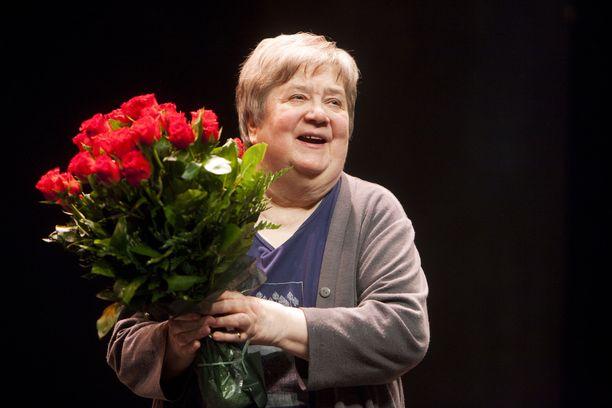 Ritva Valkama sai urallaan useita tunnustuksia. Tässä vuonna 2013 otetussa kuvassa hän on juuri näytellyt viimeisen kerran teatterilavalla.