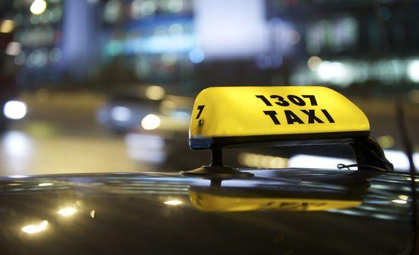Taksien toiminnan täyden vapauttamisen hyötyjä tavalliselle kuluttajale on vaikea keksiä.