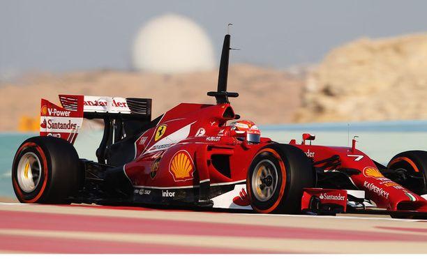 Kimi Räikkönen pitää Bahrainissa kelpo vauhtia.