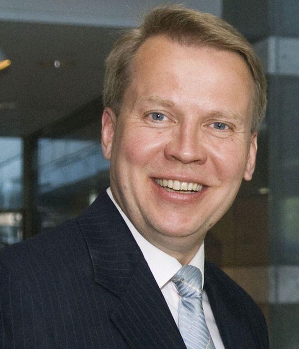 Kokoomuksen Harri Jaskari on jättänyt eniten Tampereen kaupunginvaltuuston kokouksia väliin.