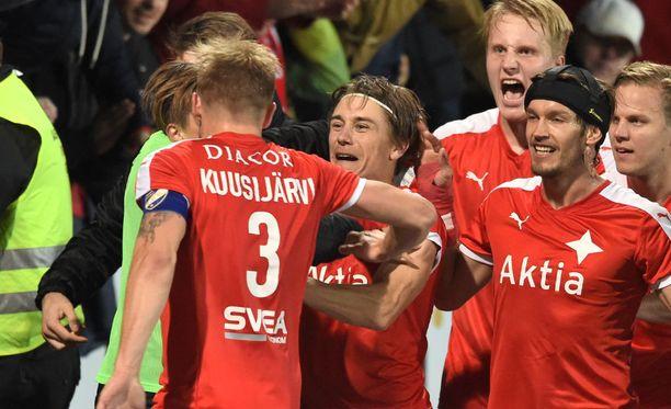 """Pekka """"Seksi-Peksi"""" Sihvola iski HIFK:n voittomaalin."""