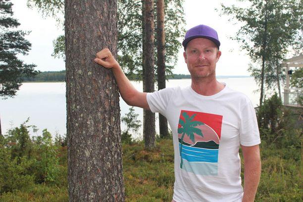Kesäisissä maisemissa akkujaan lataava Ilonen nauttii pelistä aivan eri tavalla kuin viime vuonna.