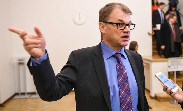 Pääministeri Juha Sipilä sanoo, ettei Paavo Väyrysen uusi puolue vaikuta keskustaan.