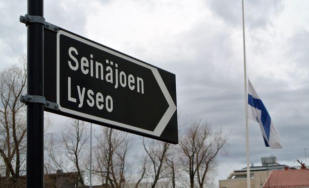 Surmattu tyttö ja epäilty kävivät Seinäjoen Lyseota.