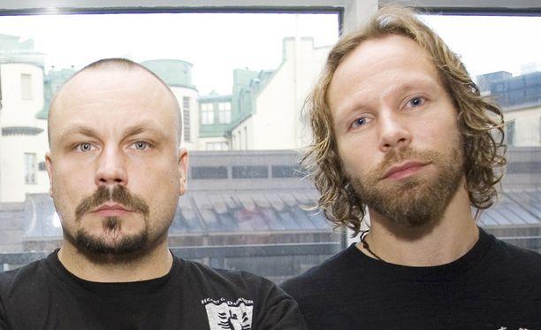 Sekä Riku Rantala että Tunna Milonoff ovat saaneet tuta myös matkustamisen ikävät puolet.