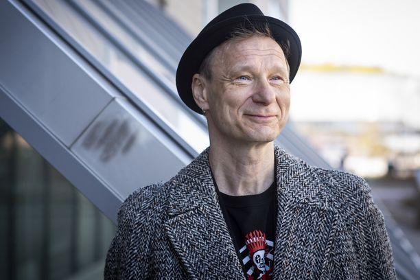 Ismo Alanko on avioitunut Johanna Sipilän kanssa. Sipilä on tunnettu suomalainen kuvataiteilija ja taidemaalari.