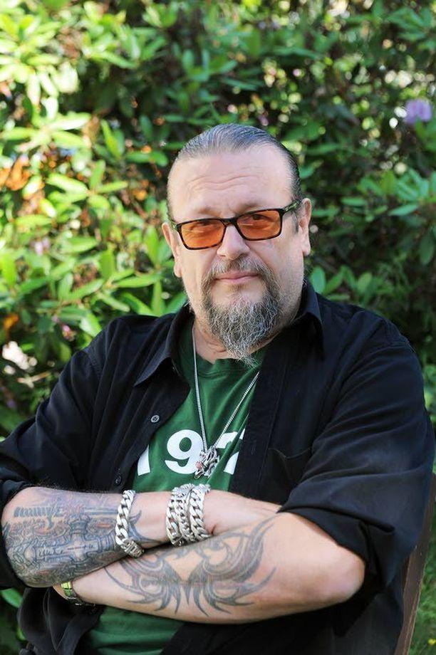 Markus Selinin mukaan leski Sari Leskinen on antanut hyväksyntänsä Solar Filmsin elokuvalle.