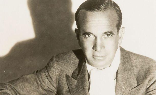 Truman Capote kuvasi New Yorkin seurapiirielämää romaanissaan Aamiainen Tiffanylla, josta tehtiin myös elokuva.
