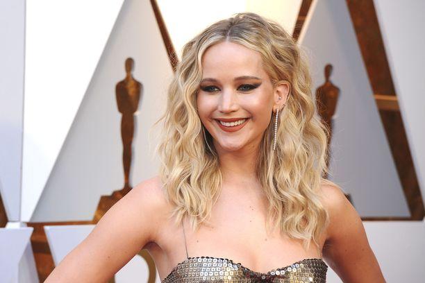 Näyttelijä Jennifer Lawrencella on myös useita Golden Globe -palkintoja ja -ehdokkuuksia kuten muun muassa elokuvista American Hustle (2013) ja Joy (2015).
