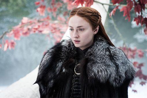 Kuningatar Elisabet I ei onnistunut kovettamaan sydäntään Sansa Starkin tavoin, joka on kehittynyt sarjan edetessä naiivista teinistä kovapintaiseksi nuoreksi naiseksi.