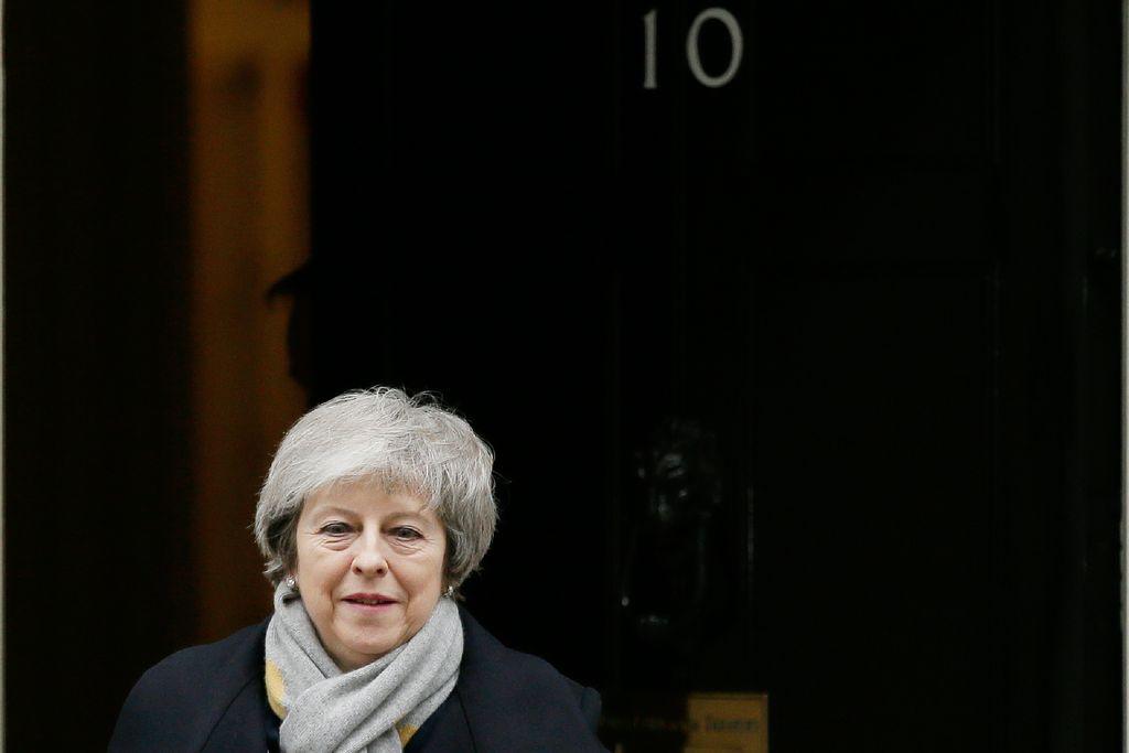 Ällistyttävää venymistä: May selvitti luottamusäänestyksen - jatkaa epäkiitollista työtään