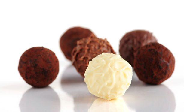 Suklaa ei kuitenkaan ole vain pahasta, vaan sen kohtuukäytöllä on eri tutkimusten mukaan myös terveyshyötyjä.
