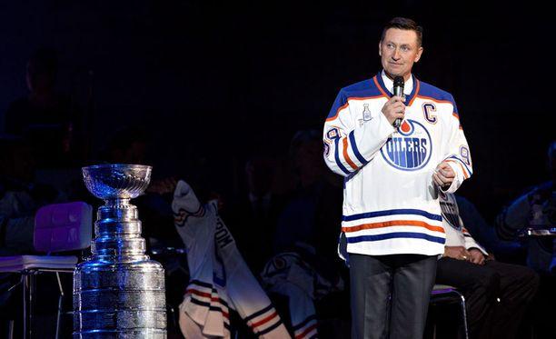 Wayne Gretzky muistetaan maagiselta kiekkouraltaan muun muassa Jari Kurrin Oilers-tutkaparina.