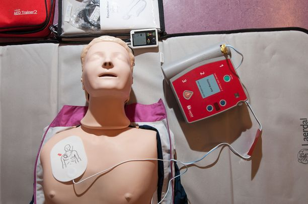 Yksi ryhmä terveydenhuollon laitteiden vaaratilanneilmoituksessa ovat elvytyksessä käytettävät defibrilaattorit.