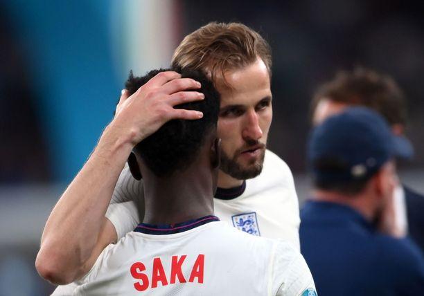 Kane osoitti tukensa Sakalle finaalitappion jälkeen.