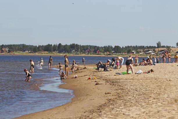 Kalajoen hiekkasärkiltä löytyy monipuolisia palveluja ja tapahtumia.
