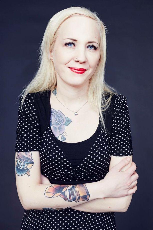 Elina Järvi teki kirjan kuoleman kohtaamisesta.