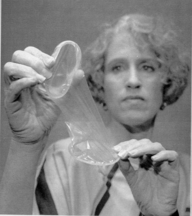 Mary Ann Leeper kehitti vuonna 1989 naisten kondomin.