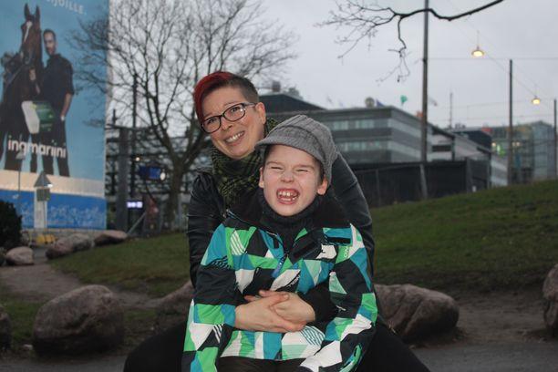 Janita Harjula iloitsee Leo-poikansa terveyden kohentumisesta.