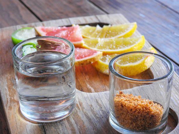 Mezcal juodaan tequilan tavoin perinteisesti shottina.