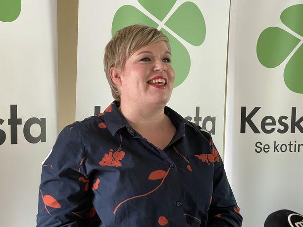 Annika Saarikko painottaa IL:lle, että keskusta ei ala edistää blokkipolitiikkaa, vaan on valmis hallitusyhteistyöhön niin SDP:n, kokoomuksen, perussuomalaisten, vihreiden kuin kaikkien muidenkin nykyisten eduskuntapuolueiden kanssa.