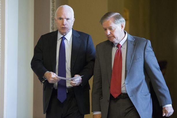 Republikaanisenaattorit John McCain ja Lindsey Graham haluavat, että Venäjän kyberiskut Yhdysvaltoja vastaan tutkitaan.