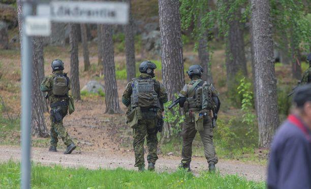 Etsinnöissä olivat mukana poliisin lisäksi Rajavartiolaitos ja Puolustusvoimat.