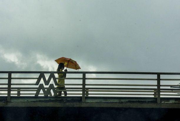 Vongfong on ensimmäinen taifuuni tänä vuonna, joka moukaroi koronakriisin kanssa painivaa saarivaltiota.