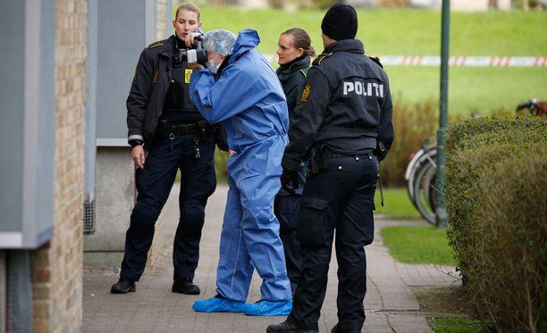 Poliisit löysivät verisestä asunnosta useita kuolleita Tanskassa.