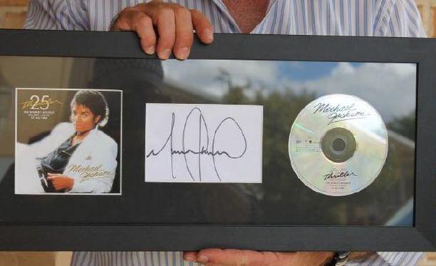 Michael Jacksonin signeeraama levy.