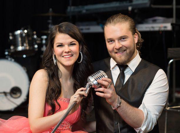 sSaaran ja Teemu Roivaisen yhteistyö on jatkunut näihin päiviin. Teemu lähti jopa kannustamaan Saaraa Lontooseen X Factorin huipentumaan.