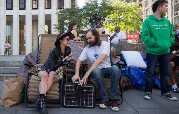Applen New Yorkin lippulaivamyymälän eteen on jo kerääntynyt innokkaita Appele-faneja jonottamaan uusia tuotteita.