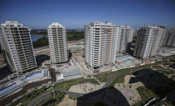 Barra da Tijucan rannan läheisyydessä sijaitseva olympiakylä majoittaa kokonaisuudessaan yli 18 000 henkilöä.