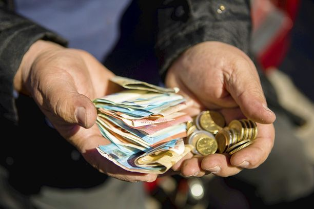 Verottajan pitkä karvainen käsi nappaa suuren osan palkankorotuksesta, ilmenee Veronmaksajien kansainvälisestä palkkaverovertailusta.
