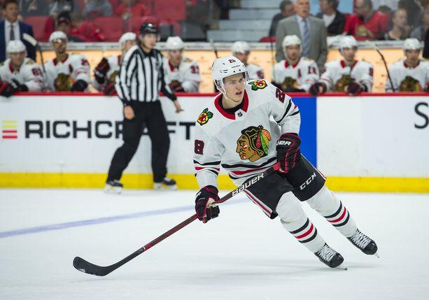 Henri Jokiharju, 19, kuuluu Chicago Blackhawksin seitsemän kauden aloittavan puolustajan joukkoon.