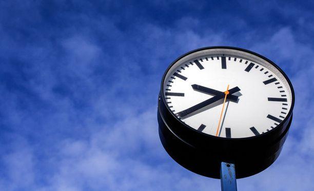 Allekirjoittajien määrä on ollut selvässä kasvussa viime päivinä. Suomessa siirryttiin kesäaikaan eli siirrettiin kelloja tunnilla eteenpäin eilen.