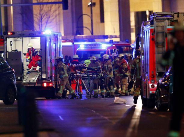 AFP:n mukaan loukkaantuneita on kymmeniä.